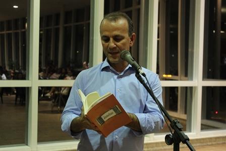 Helder Salomão em apresentação do livro Janelas